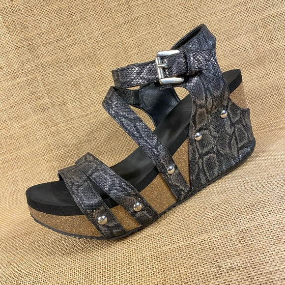 Volatile wedges sandals animal print women's 6